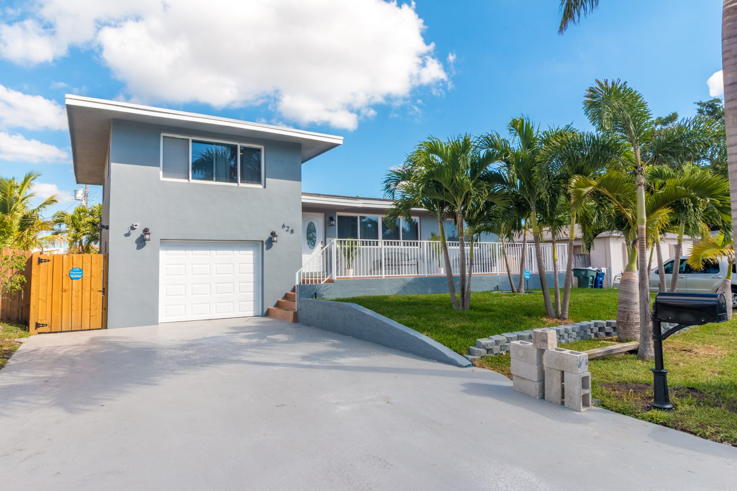"KMG: ""PALM ESTATE"" 3BD 3BA HALLANDALE HOME W/ POOL"