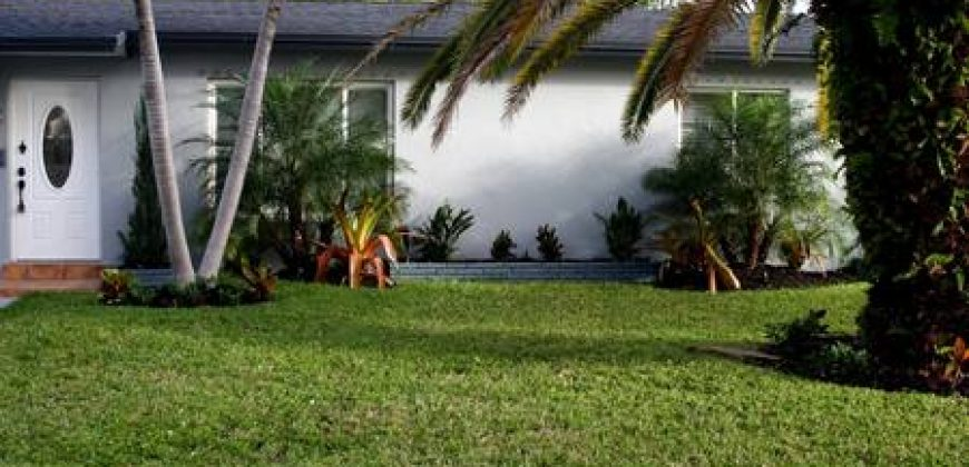 "KMG: ""GREY MANOR"" 3BD 2BA HALLANDALE HOME W/ SPA"